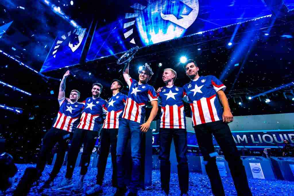 Team liquid holding the trophy after winning IEM Chicago 2019.