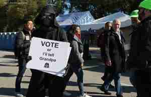 daniel jun kim (aka the pop mythologist) dressed as Kylo Ren and encouraging people to vote